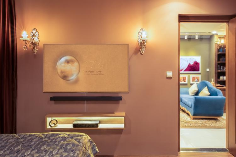 Ở không gian phòng ngủ, một chiếc TV với kích thước màn hình 55 inch là lựa chọn phù hợp hơn.