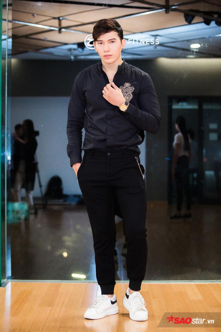 Giải vàng Siêu mẫu Việt Nam 2010-Ngọc Tình là người trực tiếp hướng dẫn, chỉ dạy từng bước catwalk cho các thí sinh trong buổi huấn luyện đầu tiên.