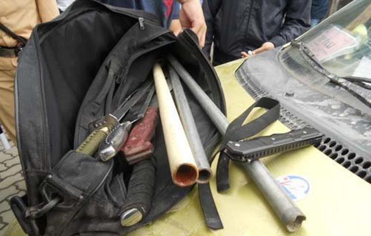 Số vũ khí tổ công tác 141 thu giữ trên chiếc xe taxi