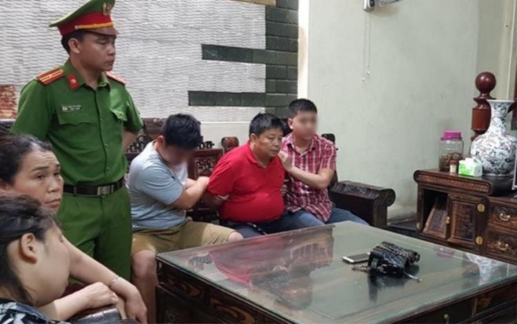 Triệu Ký Voòng bị công an bắt giữ và khám xét tại nhà.