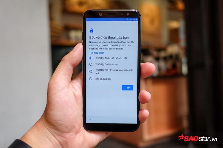 Ngoài mở khóa bằng vân tay, Galaxy A6 cũng trang bị thêm hệ thống mở khóa bằng khuôn mặt.