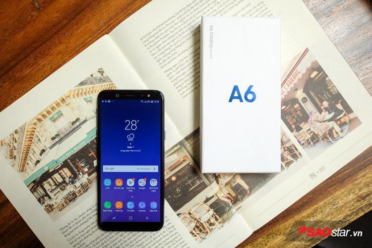 Máy sử dụng chip tám lõi tốc độ 1.6GHz, 3GB hoặc 4GB RAM và bộ nhớ trong 32GB hoặc 64GB (hỗ trợ thẻ nhớ microSD, tối đa 256GB) và pin 3.000mAh. Galaxy A6 khởi chạy trên nền tảng Android 8.0 khá mới mẻ cùng giao diện Samsung Experience 8.5 mượt mà.