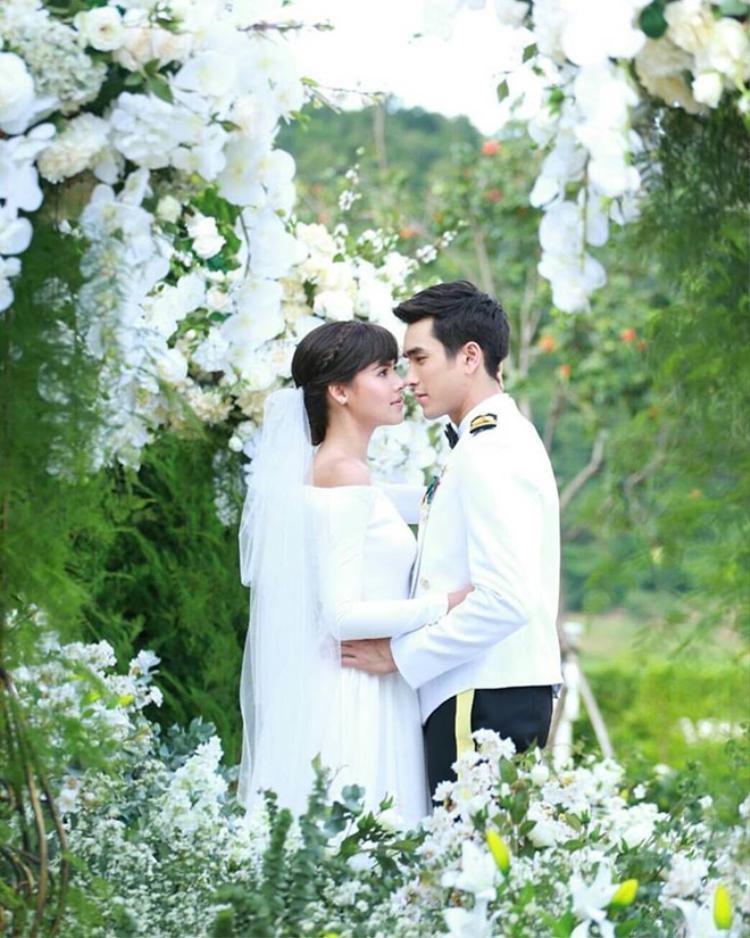 Muốn có chồng đẹp trai như nam thần, hãy học ngay cách Yaya Urassaya 'úp sọt' Nadech Kugimiya