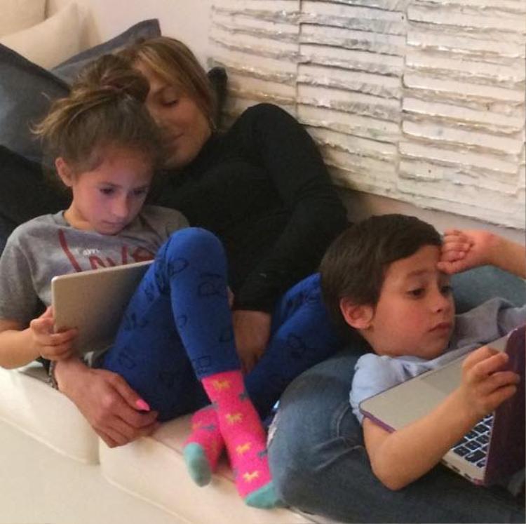 Các bé nhà Jenifer chỉ được chơi điện thoại vào chủ nhật.