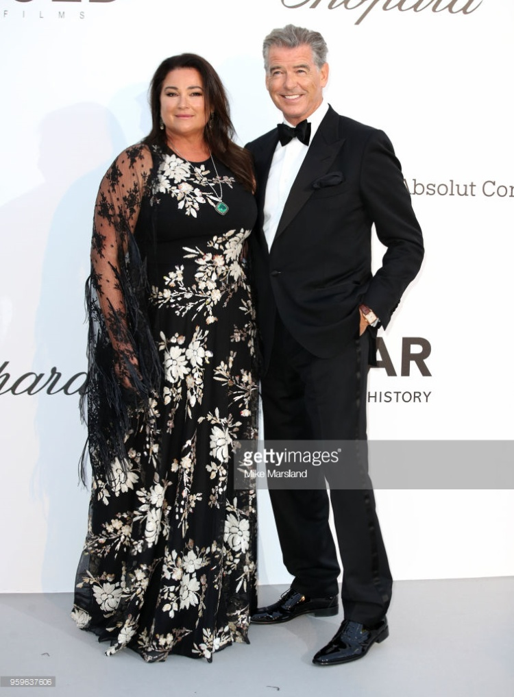 Keely Shaye Smith và Pierce Brosnan