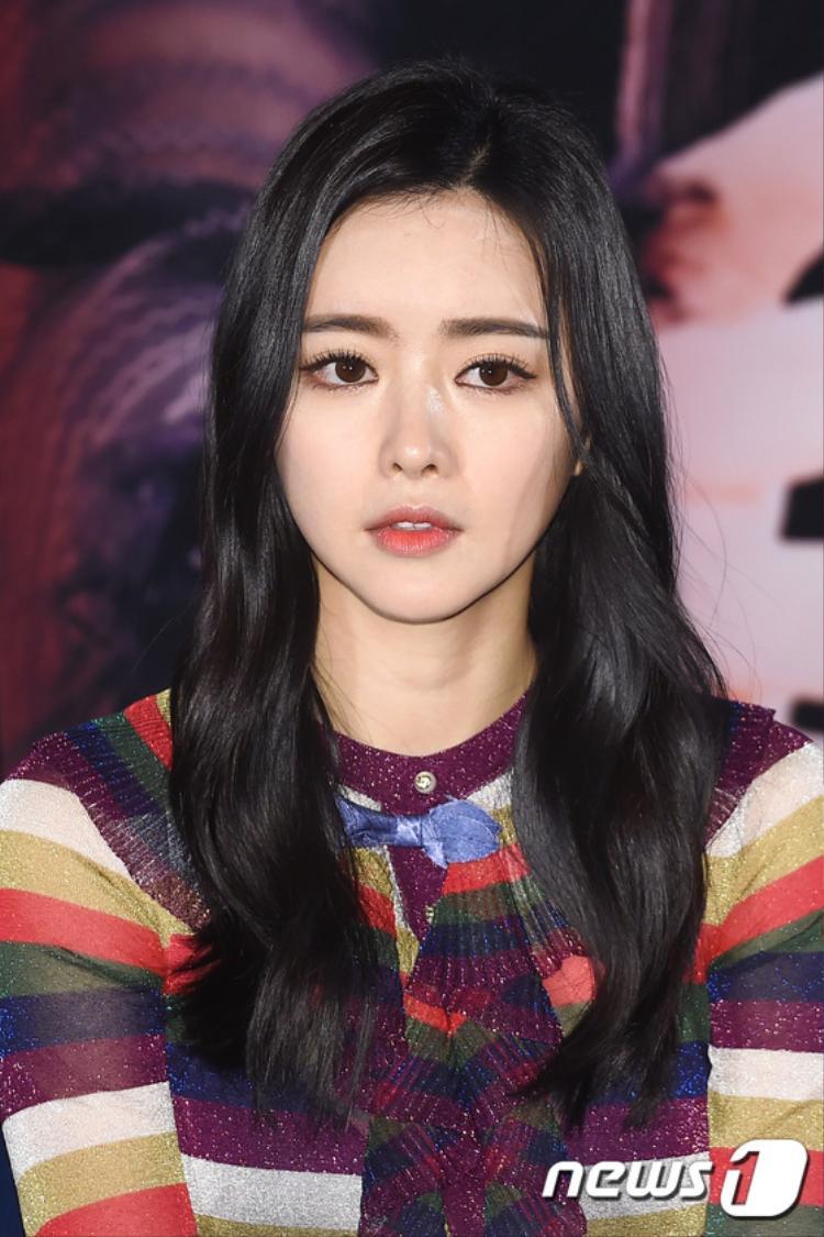"""Hong Soo Ah dường như đã gắn liền với biệt danh """"Phạm Băng Băng Hàn Quốc"""" lâu đến nỗi người ta quên hẳn tên thật cô là gì, chỉ nhớ tới cô dưới biệt danh về ngôi sao nước khác"""