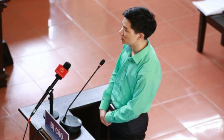 Bị cáo Hoàng Công Lương rành rọt khai tại tòa. Ảnh chụp ngày 17/5.