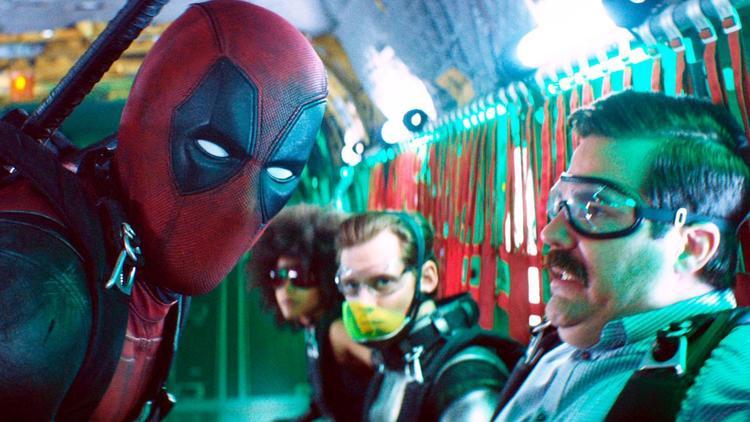 """Deadpool an ủi """"lính mới"""" Peter trước khi la lên """"Laird, hit it!""""."""