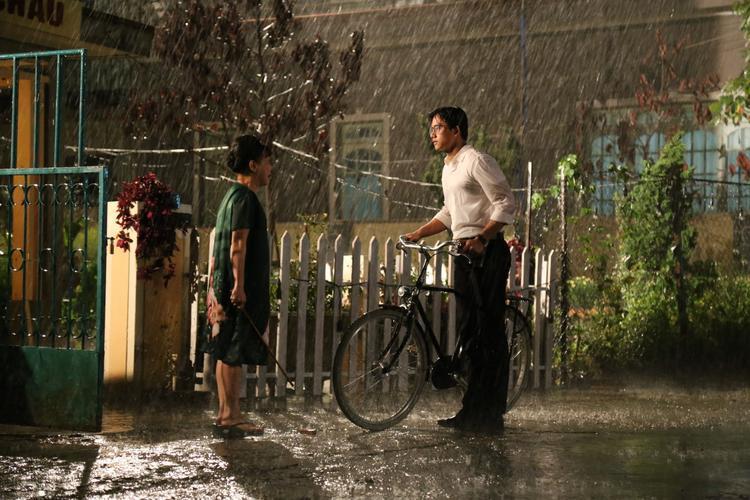 Em gái mưa  Mai Tài Phến và Tiến Vũ: Ai là thầy giáo thực tập trong mơ thời nữ sinh của bạn?