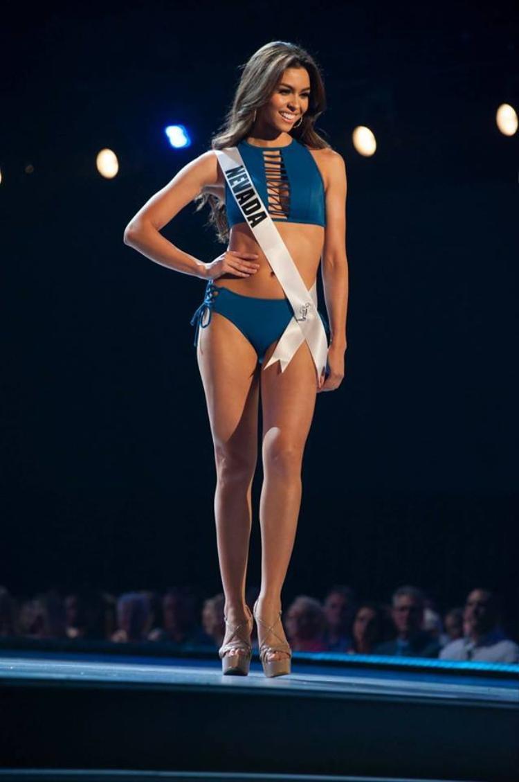 Hoa hậu bang Nevada - Carolina Urrea ghi điểm với gương mặt xinh đẹp, ngọt ngào nhưng vẫn vô cùng quyến rũ.