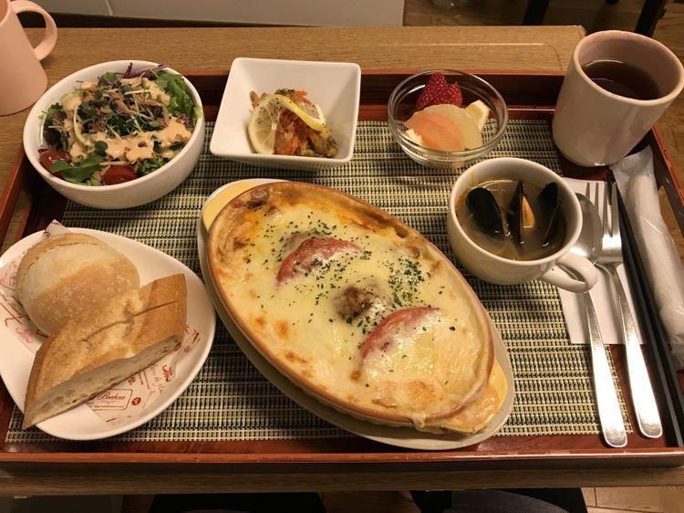 Ngay cả cách trang trí, bày biện món ăn cũng như tại nhà hàng. Ảnh: jenkinsinjapan / Imgur