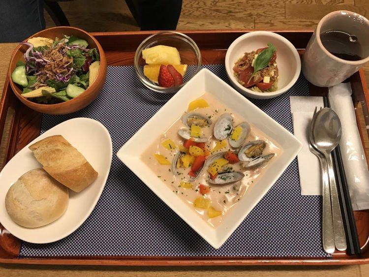 Không nỡ xuất viện vì đồ ăn đẳng cấp như khách sạn 5 sao