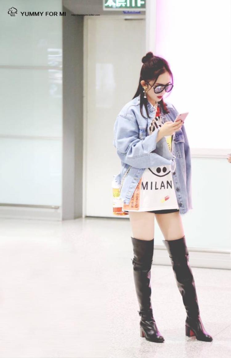 Dương Mịch thích nhất là style mặc giấu quần khoe chân bởi cô nàng biết lợi thế của mình chính là đôi chân dài thẳng tắp.
