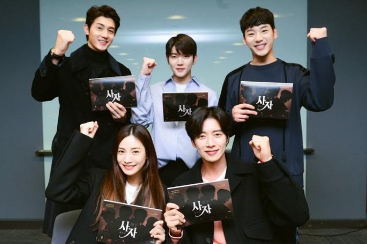 Ngoài Park Hae Jin, Nana, phim còn có sự góp mặt của các diễn viên đình đám như Lee Ki Woo, Kwak Si Yang, Kim Chang Wan, nam ca sĩ Ren (Nu'est W),…