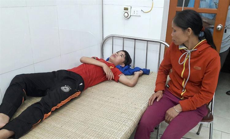Mạnh đang được cấp cứu ở bệnh viện.
