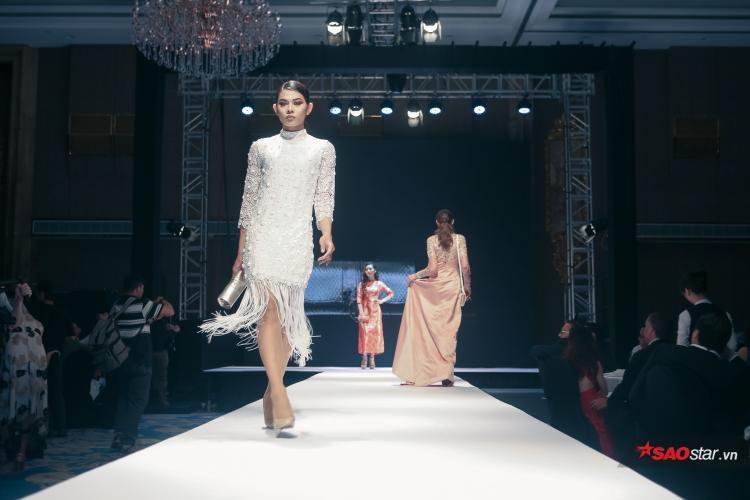 Thể hiện những bước đi chắc nhịp kết hợp cùng thần thái tự tin, sang chảnh, Kiệt Chung nhận được rất nhiều tràng pháo tay, cổ vũ của khán giả.