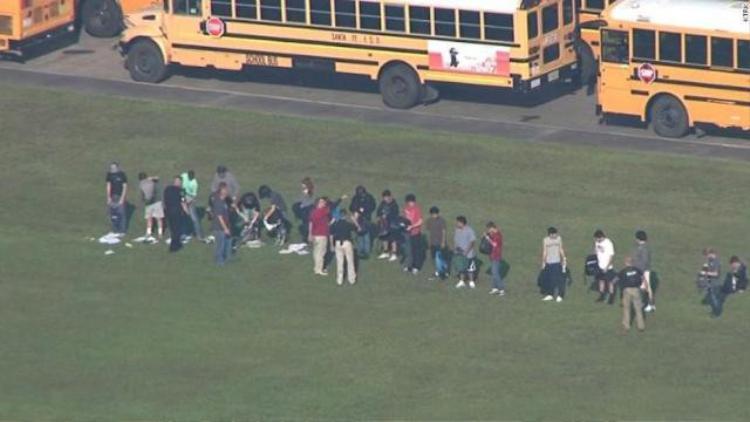 Các học sinh của trường tập hợp lại sau vụ tấn công. Ảnh: Getty