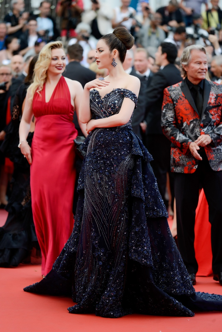 Sự xuất hiện của cựu Đại sứ Du lịch Việt Nam trên thảm đỏ Liên hoan phim quốc tế được cô và ê-kíp chuẩn bị khá kỹ lưỡng.