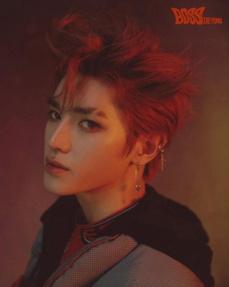"""""""Ông chủ"""" Taeyong với tóc đỏ."""