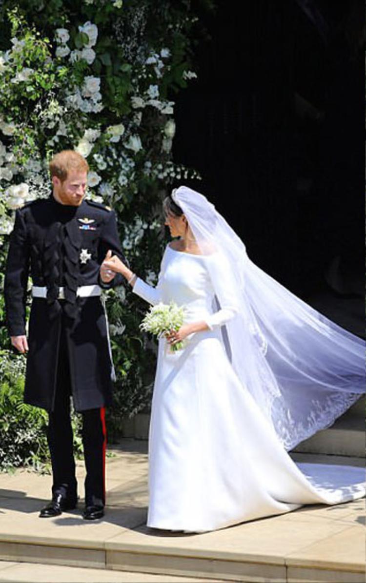 Chiếc váy được thiết kế một cách hoàn hảo, giúp cô dâu tỏa sáng tuyệt đối.