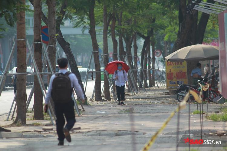 Từ 8h sáng, ánh nắng đã phủ kín mọi ngả đường ở Thủ đô.