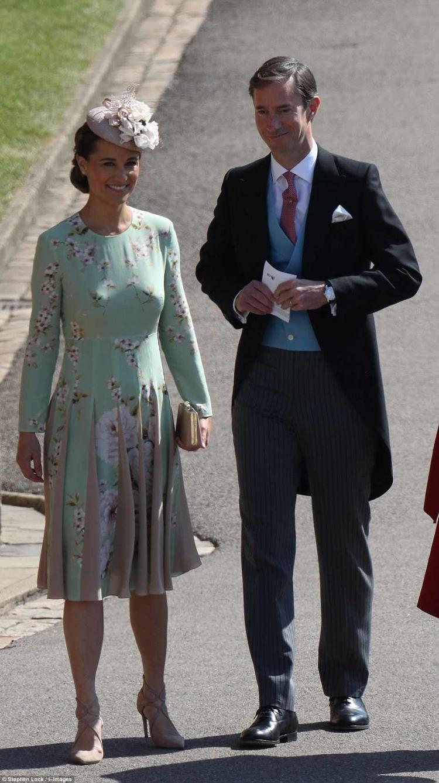 Em gái công nương Kate, Pippa Middleton cùng chồng có mặt tại nhà thờ từ rất sớm.