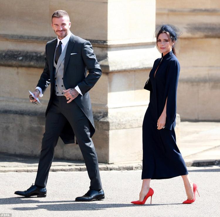 Tất nhiên hai vợ chồng Beckham cũng chẳng kém cạnh với phong cách quý phái chẳng kém gì các nhân vật trong gia đình hoàng gia.