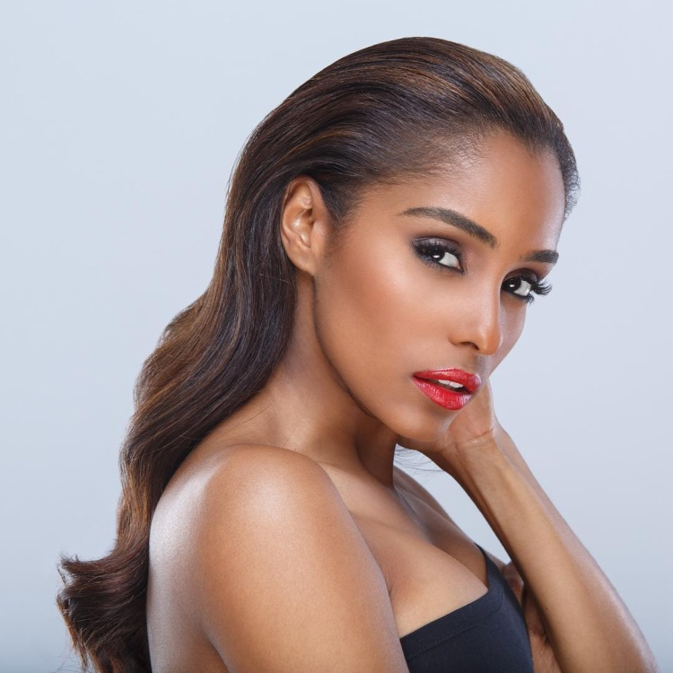 Dàn thí sinh Miss USA - Hoa hậu Mỹ năm 2018 quy tụ hàng loạt mỹ nhân tài sắc vẹn toàn khiến cuộc thi trở nên khốc liệt hơn bao giờ hết. Nổi bật trong 51 ứng cử viên năm nay phải kể đến cô gái có làn da đen óngGenesis Suero, đến từ thành phố hoa lệ New York.