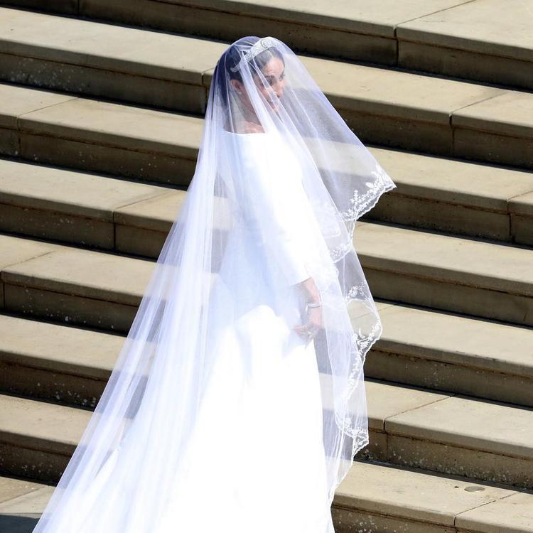 Tân công nương Meghan Markle chọn một mẫu váy trang nhã, được thiết kế bởi chính giám đốc sáng tạo của thương hiệu Givenchy - Claire Waight Keller.