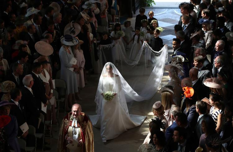 Markle chon một chiếc váy cưới đơn giản, từ chối trở thành nàng Lọ Lem.