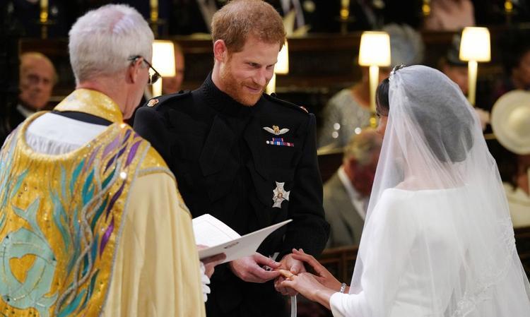 Chiếc nhẫn cưới hoàng tử trao cho công nương chứa nhiều câu chuyện thú vị.