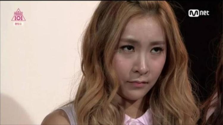 """Khoảnh khắc """"huyền thoại"""" của Chanmi tại Produce 101 khiến cô trở thành cái gai trong mắt nhiều người bởi cho rằng Chanmi đang ghen ghét đối thủ. Tuy nhiên, đây chỉ là do góc máy và Mnet cố tình làm nghiêm trọng nó."""