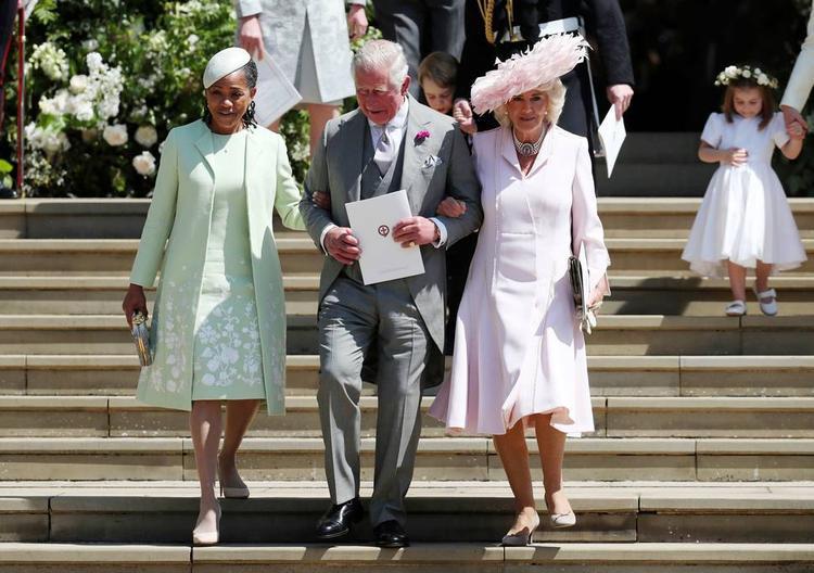 BàRagland đi cùng Thái tử Charles trong đám cưới của con gái.
