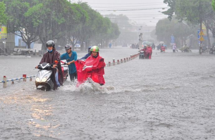 Việc bảo dưỡng xe sau khi xe lội nước được nhấn mạnh.