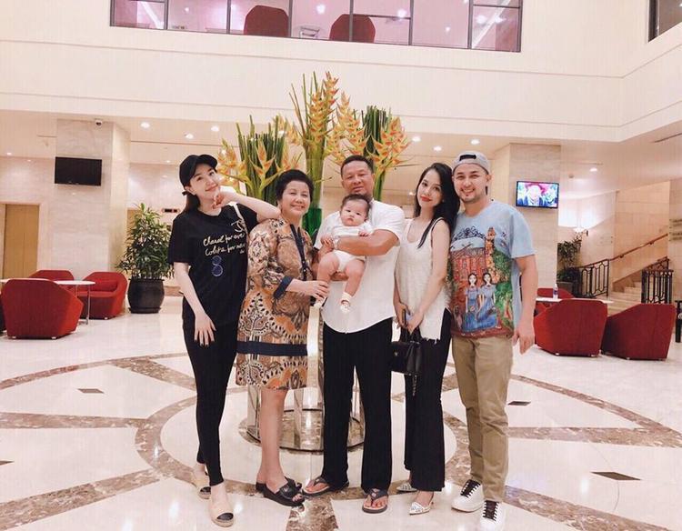 Sướng như vợ chồng Trang Pilla: Dù có con rồi nhưng vẫn trốn con di du lịch tẹt ga