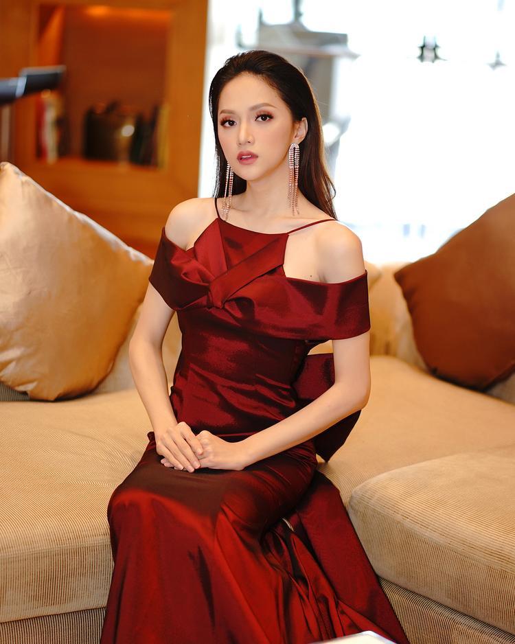 Ngắm những hình ảnh này, nhiều người cho rằng vẻ đẹp của Hương Giang ngày càng mặn mà chẳng thua kém bất cứ mỹ nhân nào trong Vbiz.