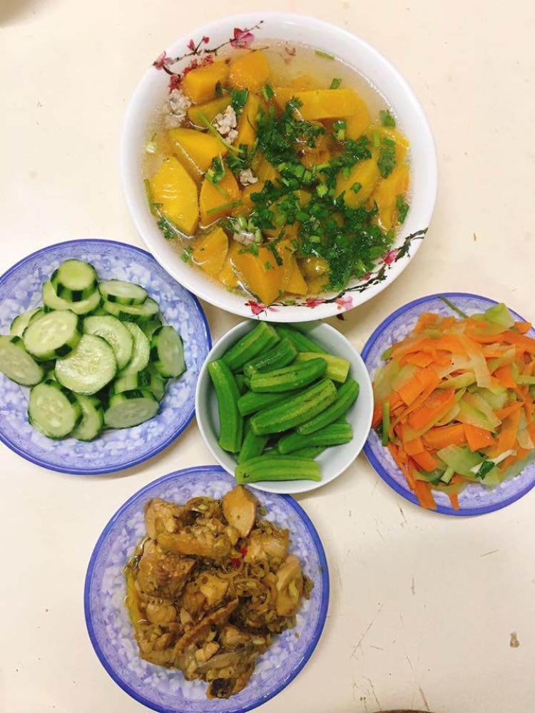 Nàng sinh viên trường Y đảm đang nấu ăn cho 7 người chỉ hết chưa đến 70 nghìn đồng/bữa