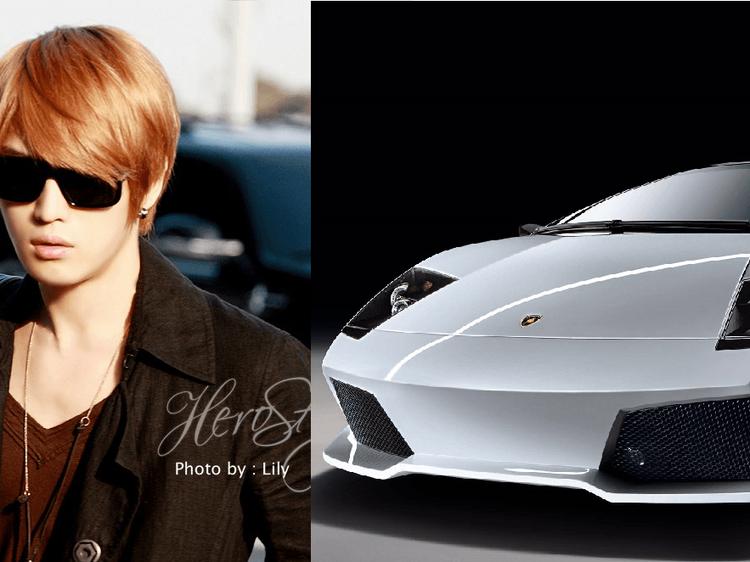 Jaejoong (JYJ) tỏ ra không hề kém cạnh với Lamborghini Murcielago LP640 có giá khoảng 500.000 USD.
