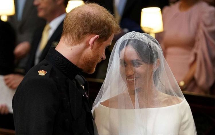 DIện mạo đáng kinh ngạc cho công nương Meghan Markle khiến Hoàng tử không thể rời mắt