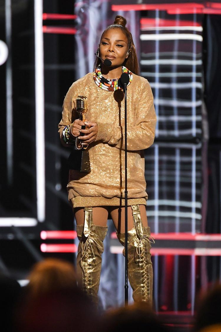Janet Jackson trở thành người phụ nữ da màu đầu tiên nhận giải Biểu tượng của BBMAs.