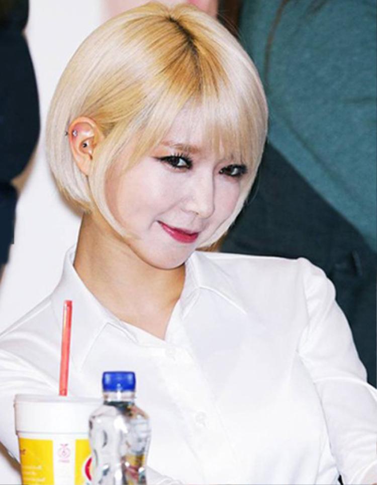 Fan hốt hoảng với gương mặt trang điểm quá đậm của Choa.