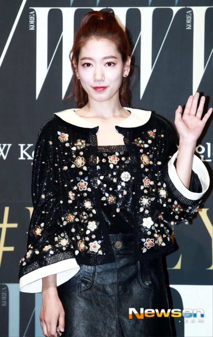Park Shin Hye với gương mặt trắng bệch.