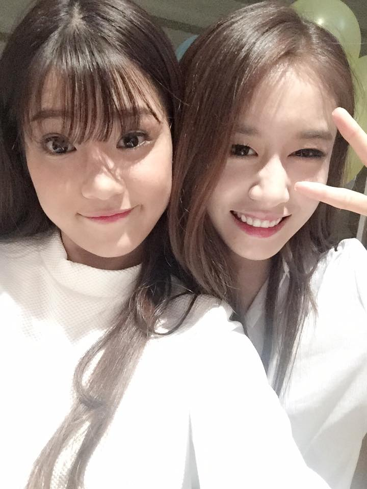 Hoàng Yến Chibi có dịp gặp gỡ và giao lưu cùng nhóm nhạc Hàn Quốc T-ara trong một sự kiện được tổ chức tại Việt Nam.Ji Yeon còn khen ngợi nữ diễn viên Tháng năm rực rỡ vì sự trẻ trung và xinh đẹp.