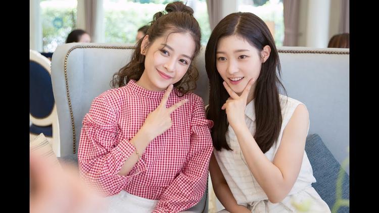 Trong một khung hình khác, nhan sắc nổi bật của Chi Pu có phần nhỉnh hơn vẻ đẹp dịu dàng của Chae Yeon.