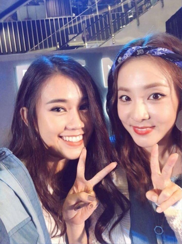 Vẻ ngoài không tuổi của Dara cũng có phần nhỉnh hơn Ngọc Thảo. Dù đã 34 tuổi, nhan sắc của cựu thành viên 2NE1 vẫn vô cùng trẻ trung và nổi bật.