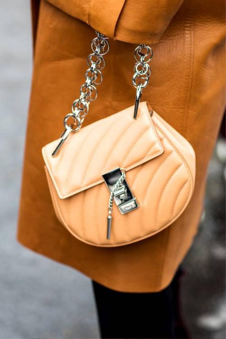 """Mẫu túi mới hội tụ nhiều ưu điểm và đặc sắc của Chloé Nile, tin chắc sẽ gây """"bão"""" một lần nữa."""