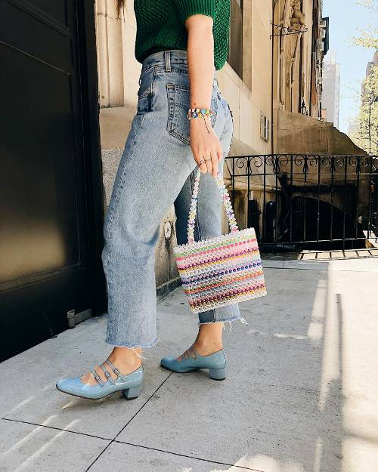 Thương hiệu susanalexandra vốn nổi tiếng với các phụ kiện handmade đã mang đến chiếc túi cườm được kết từ tâm.