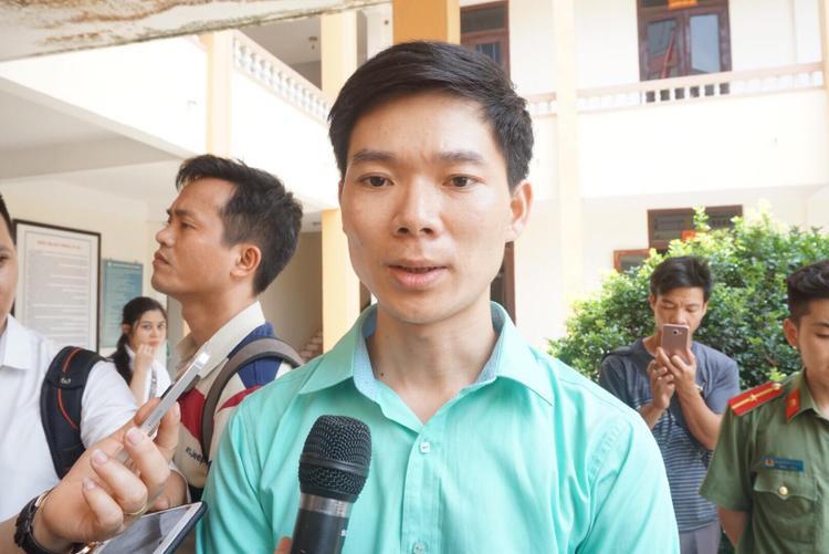 Bác sĩ Hoàng Công Lương xúc động khi nhận được tình cảm của người nhà các nạn nhân.