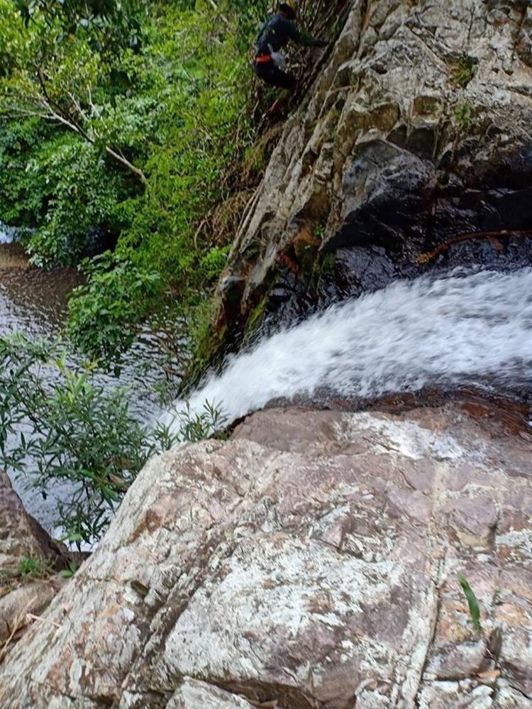 Cận cảnh sự hung dữ và hiểm trở của thác Lao Phào  nơi phượt thủ tử vong
