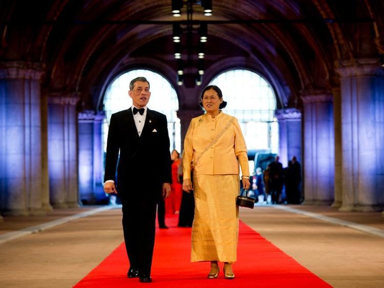 VuaMaha Vajiralongkorn và Công chúa Thái Lan Maha Chakri Sirindhorn.